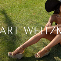 Stuart Weitzman apoyó el lanzamiento de la cápsula de alpargatas con una campaña publicitaria