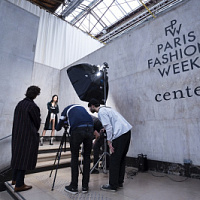 Parigi ha bandito lo svolgimento della settimana della moda con la presenza del pubblico