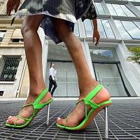 Fenty ha presentato una nuova collezione di scarpe in collaborazione con Amina Muaddi