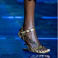 La collaborazione tra Fendi e Versace è diventata la grande novità della Milano Fashion Week