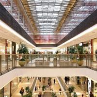 Der Verkehr in Einkaufszentren erholt sich in allen Regionen