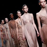 Per quanto riguarda la settimana della moda di Parigi - 19 sfilate di moda