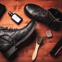 Ein modernes Schuhgeschäft sollte über eine breite Palette verwandter Produkte verfügen.