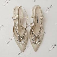 La firma londinense de restauración de calzado de lujo The Restory firma un acuerdo con Manolo Blahnik