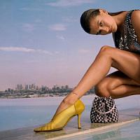 La supermodelo Hailey Bieber protagoniza la campaña Jimmy Choo Fall 2021